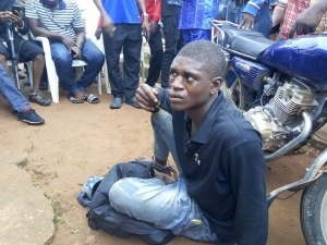 Notorious Bag Snatcher Caught and Beaten Mercilessly by Vigilante Group in Agbor (Photos)